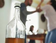 Tác hại của rượu bia đến sinh lý nam giới ra sao?
